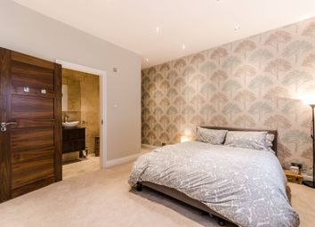 Thumbnail 2 bedroom flat for sale in Poplar High Street, Canary Wharf