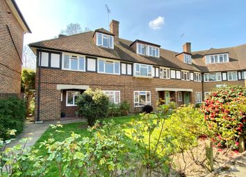 Station Approach, Hinchley Wood, Esher KT10. 3 bed flat for sale