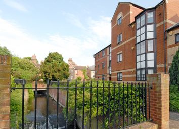 Thumbnail 1 bed flat to rent in Waterside Gardens, Reading