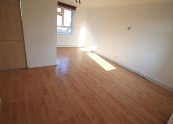 2 bed flat to rent in Butterworth Path, Luton LU2