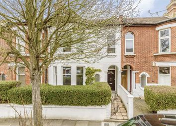 2 bed flat to rent in Haverhill Road, London SW12