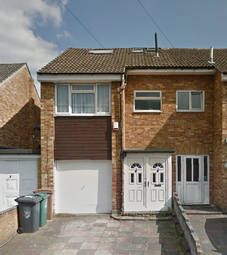 Thumbnail 1 bed flat to rent in Goodman Road, Leyton