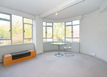 Thumbnail 1 bed flat to rent in Charterhouse Square, London
