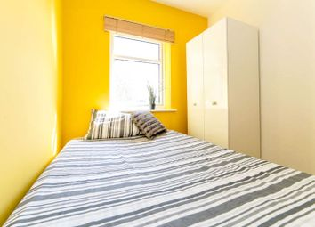 Westferry Road, London E14. Room to rent          Just added