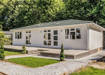 Thumbnail 2 bedroom mobile/park home for sale in Burnham Green Road, Welwyn