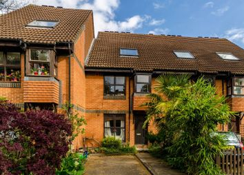 Thumbnail 1 bedroom flat to rent in Grovelands Close, London