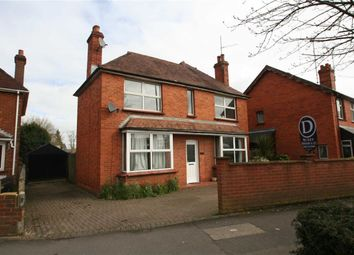 Thumbnail 3 bed detached house to rent in Kings Road, Newbury