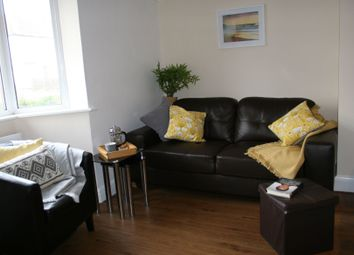Thumbnail 1 bed flat to rent in Lincoln Road, Guildford