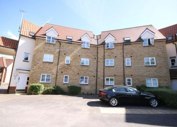 2 bed flat to rent in Hazel Close, Laindon, Basildon SS15