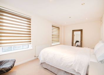 Uxbridge Road, Hatch End, Pinner HA5. 2 bed flat