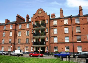 Thumbnail 1 bed flat to rent in Cressy House, Stepney Green