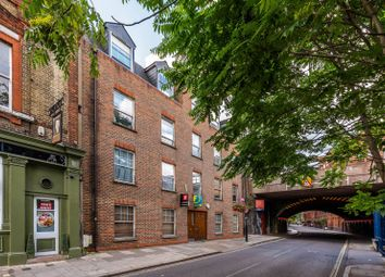 2 bed flat to rent in Black Prince Road, Vauxhall, London SE11