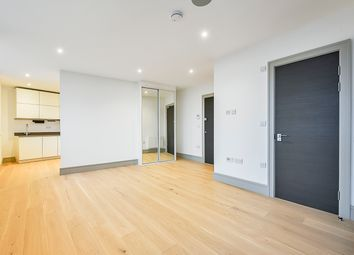 Thumbnail Studio to rent in High Road, Finchley