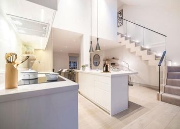 Thumbnail 2 bed flat to rent in Green Street, London