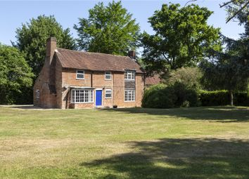 London Road, Hook, Hampshire RG27. 3 bed detached house