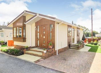 2 bed mobile/park home for sale in Manor Road, Caddington, Luton LU1