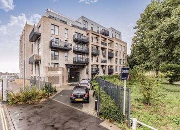 2 bed flat for sale in Manor Road, London W13