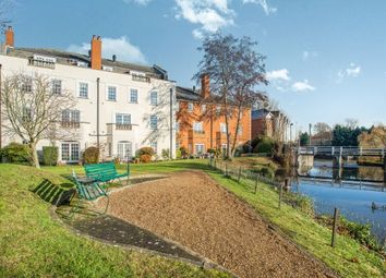 Thumbnail 1 bed flat to rent in Queens Reach, Hampton Court