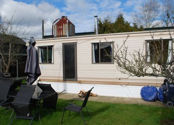 Thumbnail 2 bed mobile/park home to rent in Smallhills Road, Norwood Hill, Horley