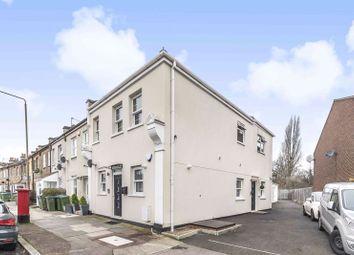Green Lane, London SE9. 2 bed flat for sale
