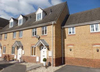 Thumbnail 3 bed town house to rent in Sunderland Gardens, Newbury