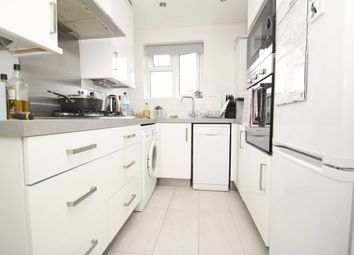 2 bed maisonette to rent in Shrublands Close, London N20