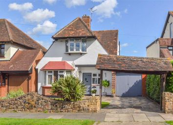 Winsford Gardens, Westcliff-On-Sea, Essex SS0. 3 bed detached house