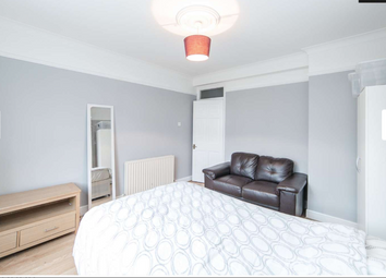 Room to rent in Naval House, London E14