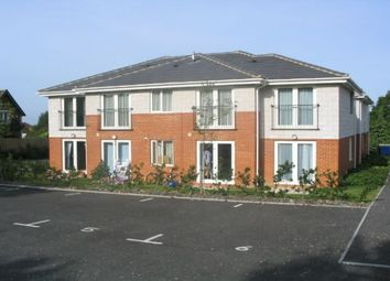 2 bed flat to rent in Oakdale Road, Poole BH15