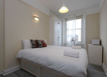 Room to rent in The Mansions, Earls Court Road, London SW5