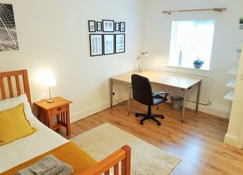 Thumbnail Room to rent in Rodney Street, Park Green, Macclesfield, Cheshire