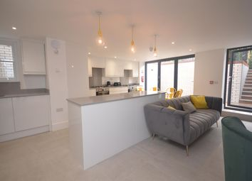 Room to rent in Alexandra Road, Reading RG1