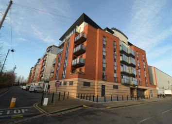 Thumbnail 3 bed flat to rent in Buckingham Road, London