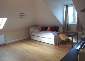 Thumbnail Studio to rent in Salcombe Gardens, Mill Hill, London