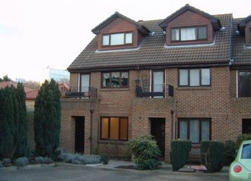 1 bed flat to rent in Benwell Court, Sunbury-On-Thames TW16