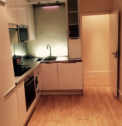 Thumbnail Room to rent in Shaa Road, London