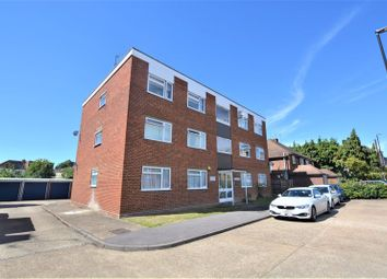 2 bed flat to rent in Windsor Road, Slough SL1