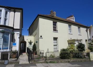 Thumbnail 4 bed property to rent in Park Hill Road, Torquay