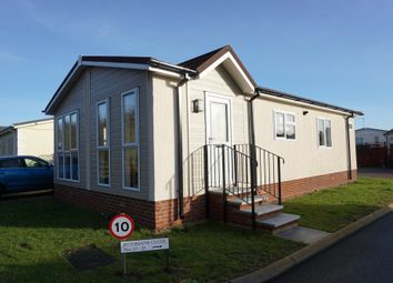 Thumbnail 2 bed mobile/park home for sale in Marina View, Dogdyke, Lincoln