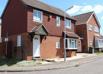 Thumbnail 4 bedroom detached house to rent in Fieldfare Green, Luton