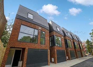Thumbnail 3 bed town house for sale in Kings Avenue, Brixton
