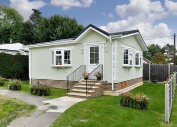 Thumbnail 2 bedroom mobile/park home for sale in Warren Park, Tadworth, Surrey
