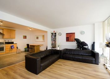 Thumbnail 3 bed flat to rent in Lowry House, Canary Wharf