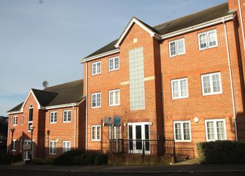 Thumbnail 2 bedroom flat to rent in Hamilton Road, High Wycombe