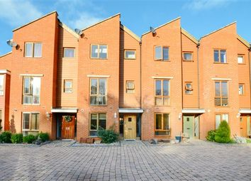 Thumbnail 4 bed town house to rent in Commonwealth Drive, Crawley