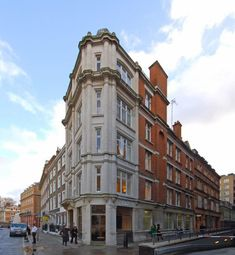 Office to let in Bedford Row, London WC1R