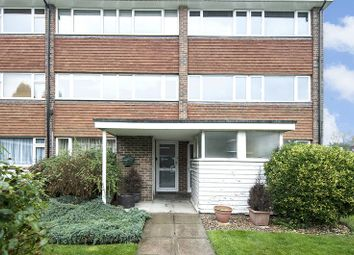 2 bed flat to rent in Mere Road, Shepperton TW17