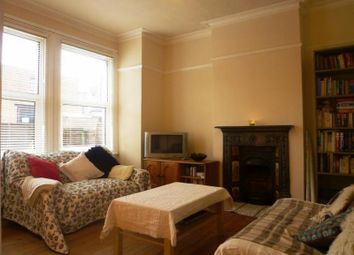 Thumbnail 2 bed flat to rent in Hythe Road, Thornton Heath