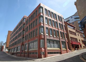 1 bed flat to rent in Garrard House, 30 Garrard Street, Reading, Berkshire RG1