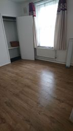 Thumbnail Room to rent in Kidbrooke Grove, London